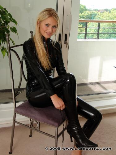 Sex in exquisite leather fetish story
