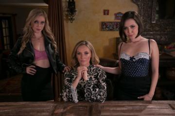 Jenna Sativa, Mona Wales, Kali Roses (The Family Business / 13.01.2018) FullHD 1080p