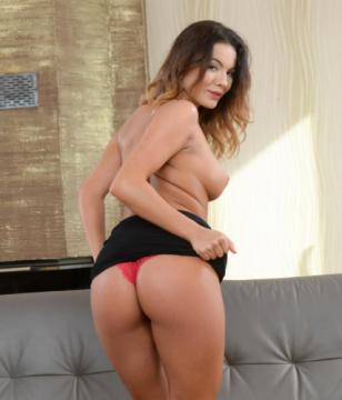 Vanessa Decker - The Beauty And The Dick (2018) FullHD 1080p